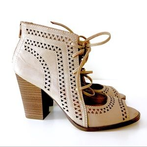Restricted Lace-up Heel sandals size: 6.5